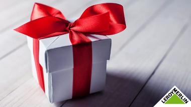 В честь наступающего Нового года вместе с нашим партнером Леруа Мерлен мы дарим подарки!