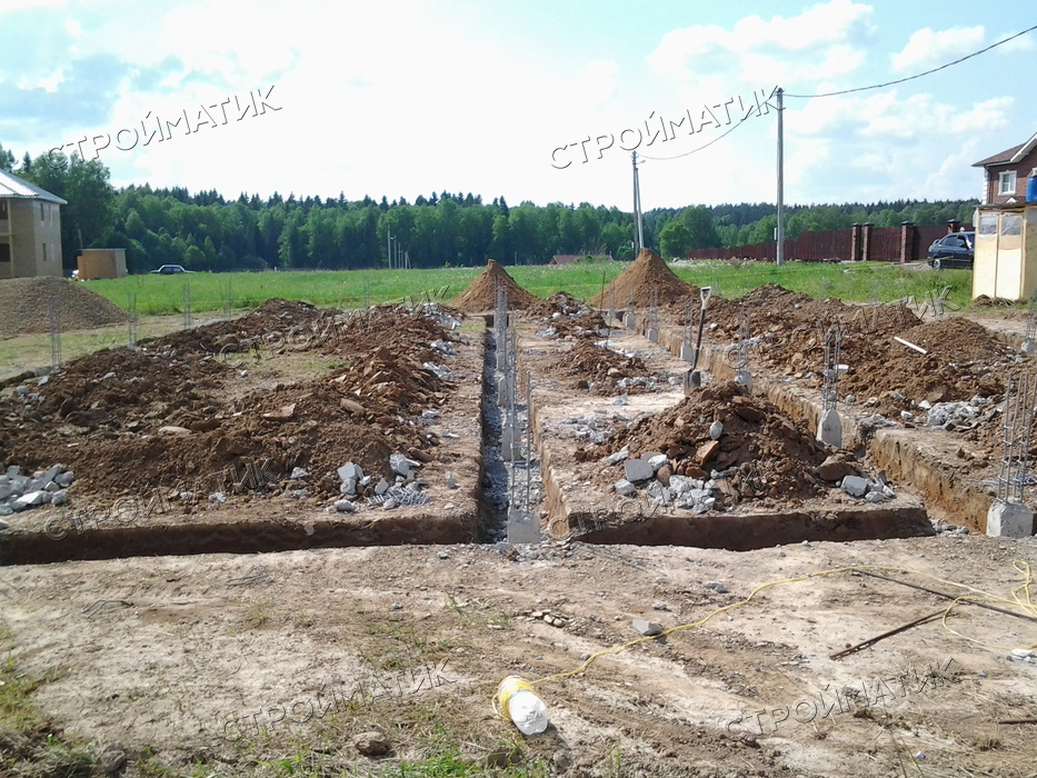 Фундамент на забивных ж/б сваях для загородного дома из газобетона в посёлке Некрасовское Ярославской области от компании Стройматик
