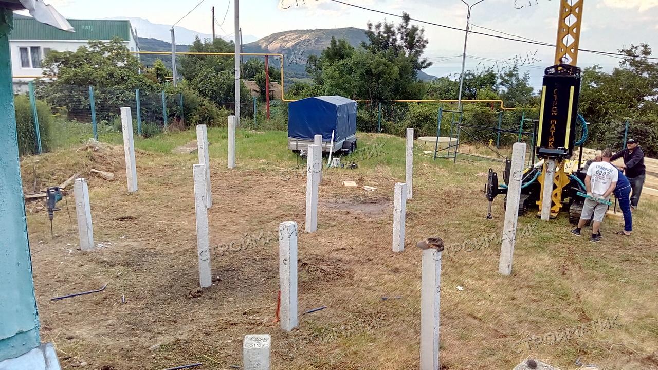 Фундамент на забивных ж/б сваях для каркасного двухэтажного дома  в городе Алушта, село Малый Маяк от компании Стройматик