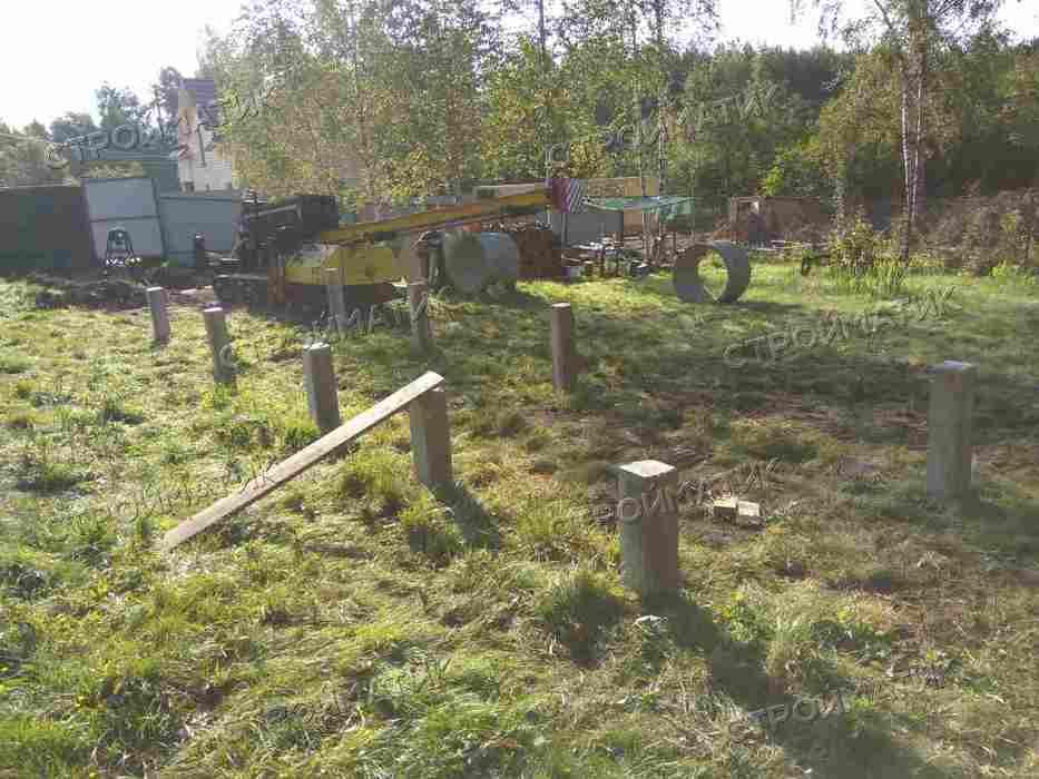 Фундамент на забивных ж/б сваях для дома на склоне в Московской области от компании Стройматик