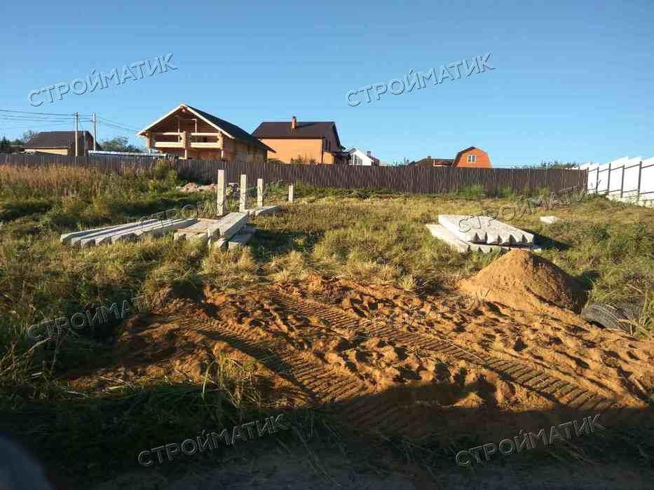 Фундамент на ж/б сваях на склоне для каркасного дома в Московской области, поселок Новосиньково от компании Стройматик