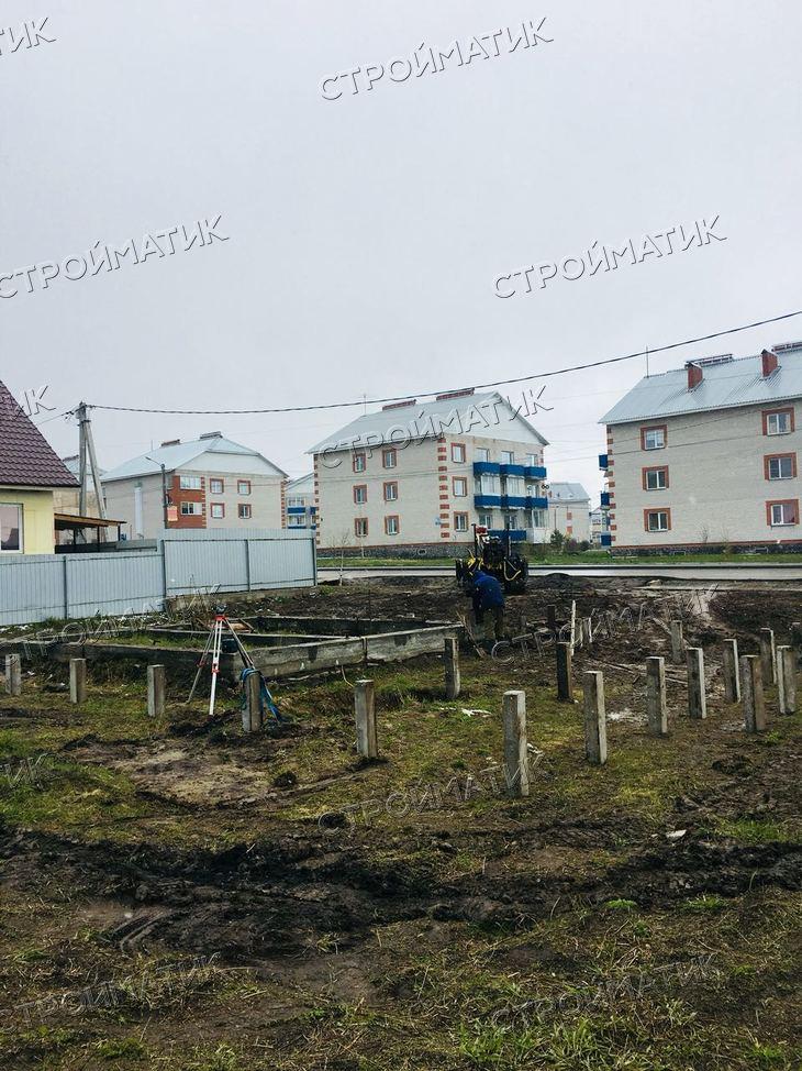 Фундамент на забивных ж/б сваях для дома из сибита в городе Бердск Новосибирской области от компании Стройматик