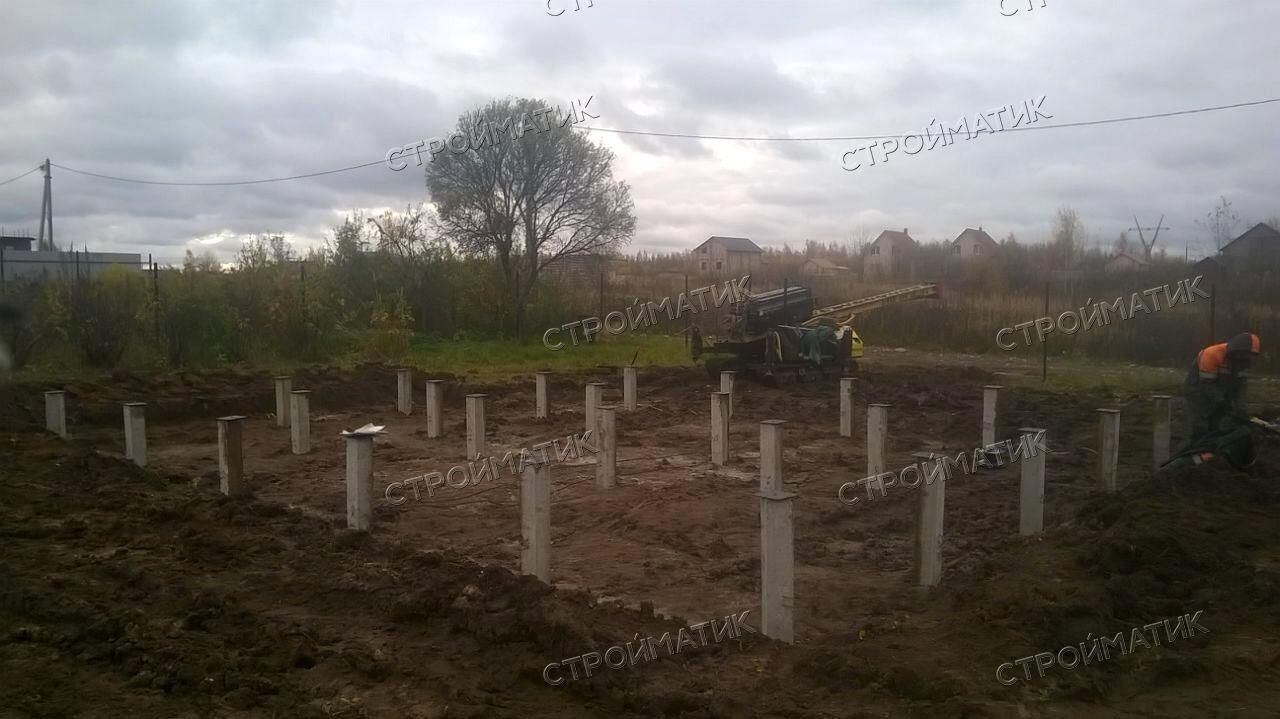 Фундамент на забивных ж/б сваях для дома из бревна в селе Сновицы Владимирской области от компании Стройматик
