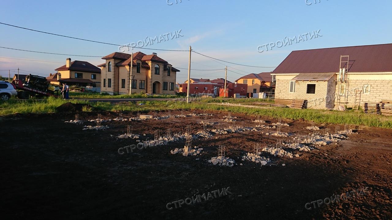 Фундамент на забивных ж/б сваях с бетонным ростверком для дома из кирпича в городе Липецке от компании Стройматик