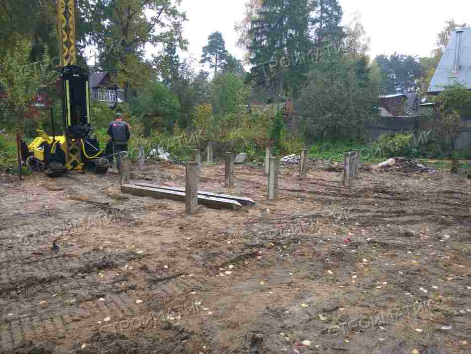 Фундамент на забивных ж/б сваях для деревянного каркасного дома в поселке Ильинский Московской области от компании Стройматик