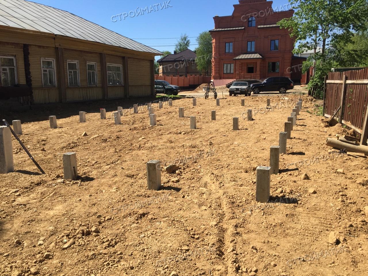 Фундамент на забивных ж/б сваях для дома из бруса в городе Череповце от компании Стройматик