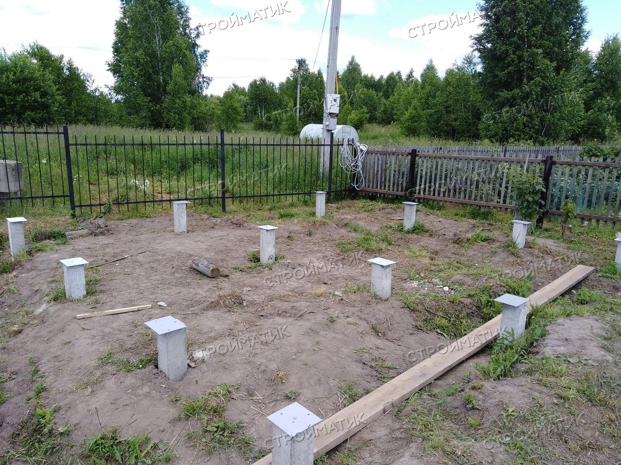 Фундамент на забивных ж/б сваях для бани из бруса с террасой в поселке Родионово Томской области от компании Стройматик