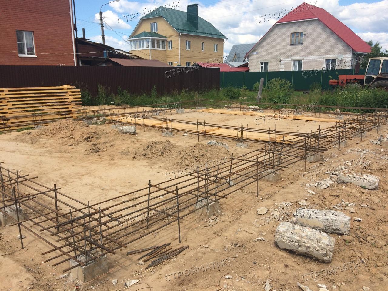 Фундамент на забивных ж/б сваях с висящим ростверком для дома из кирпича в Костроме от компании Стройматик