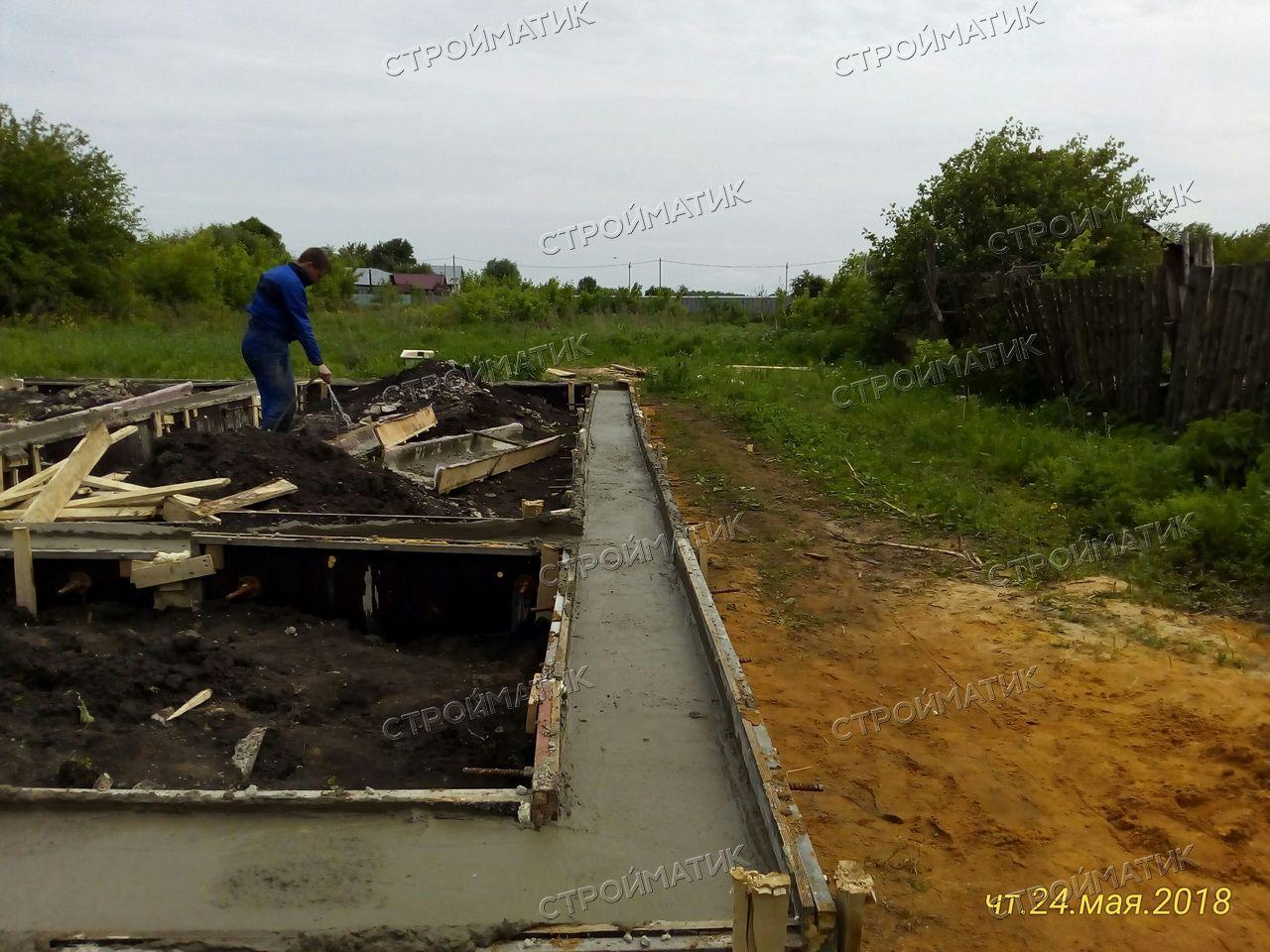 Фундамент на забивных ж/б сваях для дома из газобетона с облицовкой на хуторе Семиколенов Липецкой области от компании Стройматик