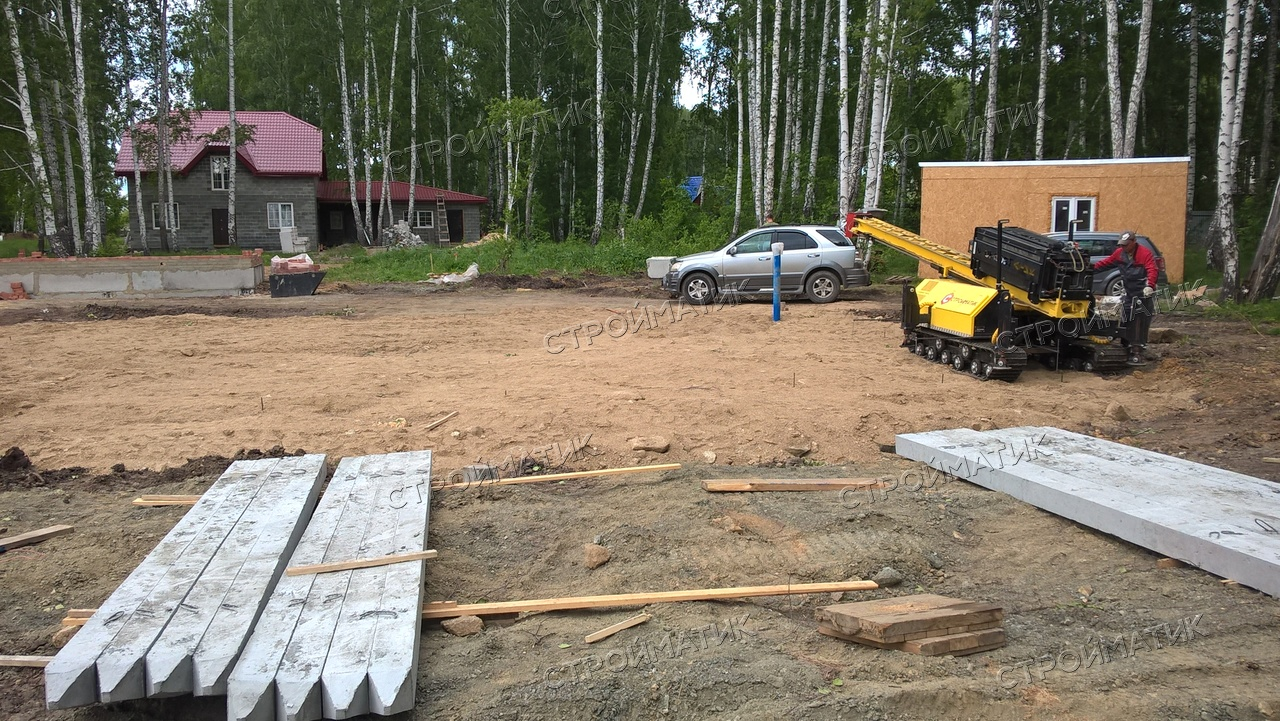 Фундамент на забивных ж/б сваях с бетонным ростверком для дома из пеноблока с отделкой кирпичом в Челябинске, СНТ Чайка 2 от компании Стройматик