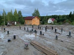 Свайный железобетонный фундамент под каркасный дом в Карелии