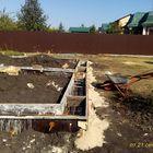 Фундамент на забивных ж/б сваях с бетонным ростверком для хозяйственной постройки из бруса с гаражом и подвалом в городе Грязи Липецкой области от компании Стройматик